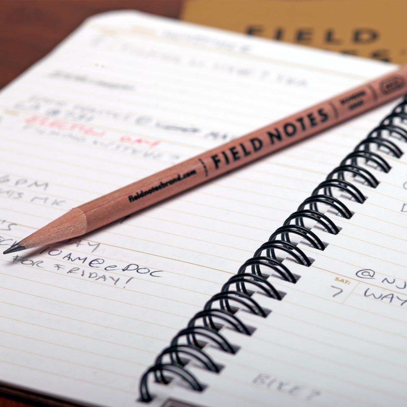 Field Notes, 56week Planner, offen, mit Bleistift