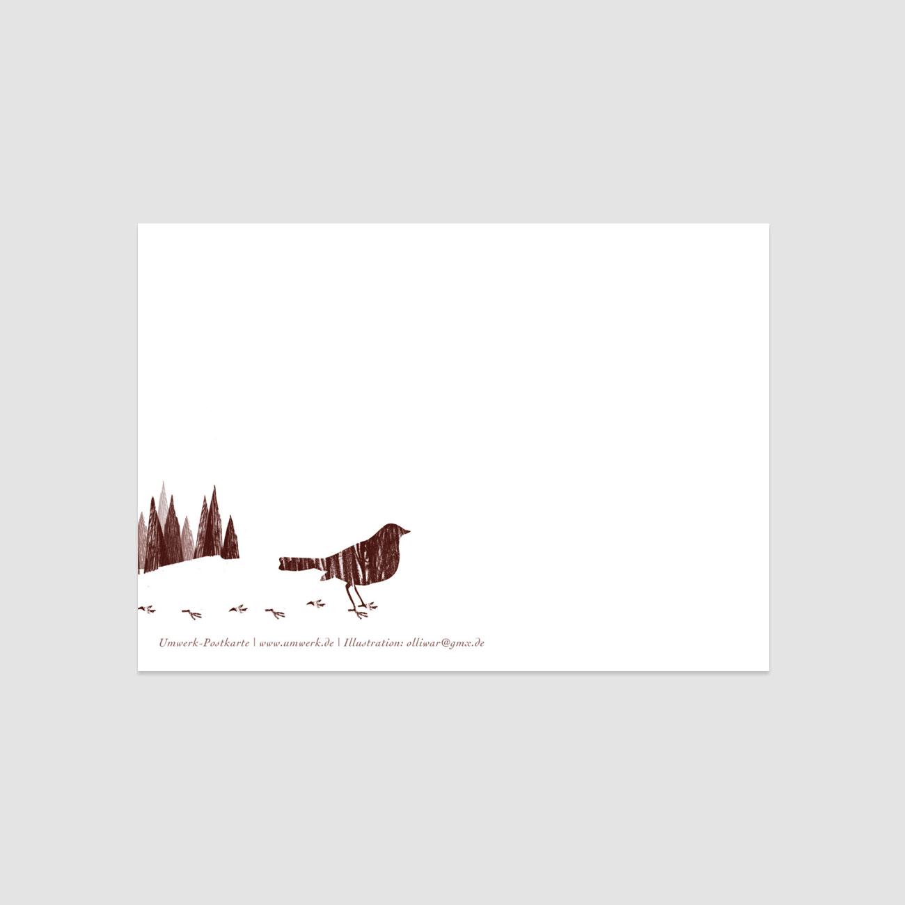 Rückseite der Postkarte Winterbär, kleiner Vogel und Wald, dezent in der Ecke,