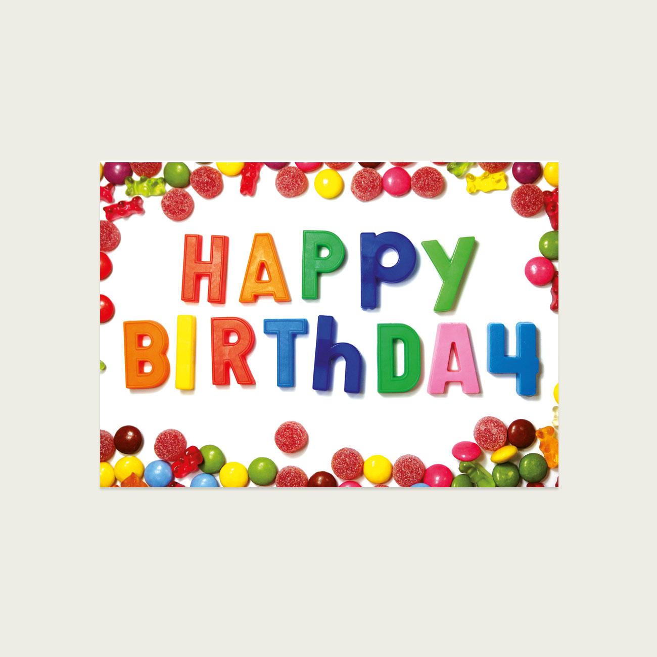 Happy Bithday, Süßkram auf einer Postkarte, Typo aus Magnetbuchstaben,